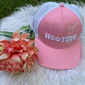 HOOTERS POWDER PUFF TRUCKER PINK